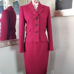 Calvin Klein   3-Button 2-Piece Skirt Suit Size 4